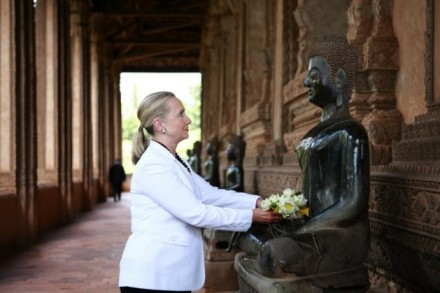 clinton-with-buddha